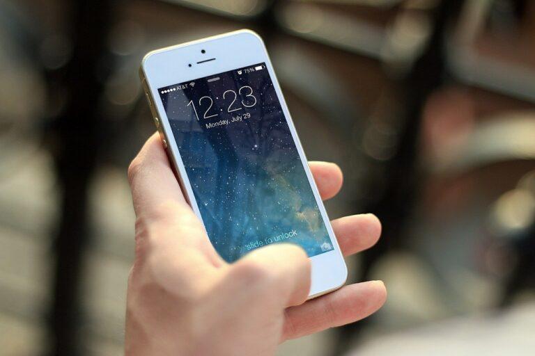 Jak zabezpieczyć telefon przed pęknięciem ekranu?