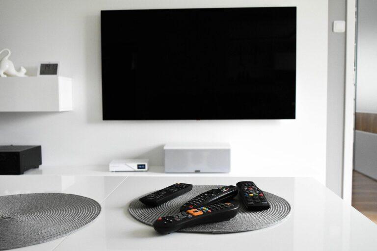 Jaki telewizor wybrać – OLED czy QLED?